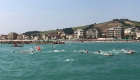 Uno scatto degli atleti in acqua dal gommone dei bagnini della Cooperativa Cluana Nantes